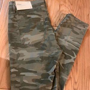 LOFT Pants - ⚡️NWT⚡️LOFT Green Camo Pants